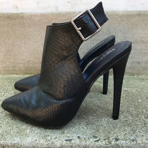 Mossimo Black Snakeprint Shooties